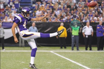 Chris Kluwe punting
