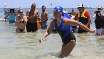 Diana Nyad completes swim from Cuba