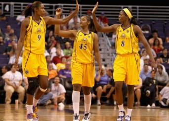 LA Sparks players high-five