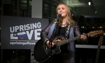 Melissa Etheridge performs Uprising of Love