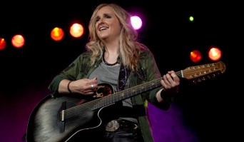 Melissa Etheridge on stage