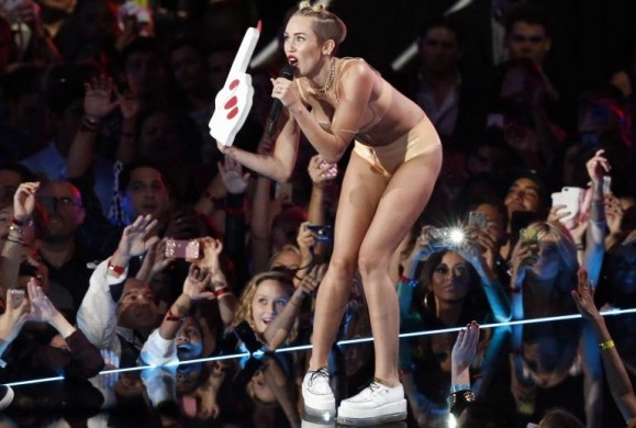 Miley Cyrus with foam finger at 2013 VMAs