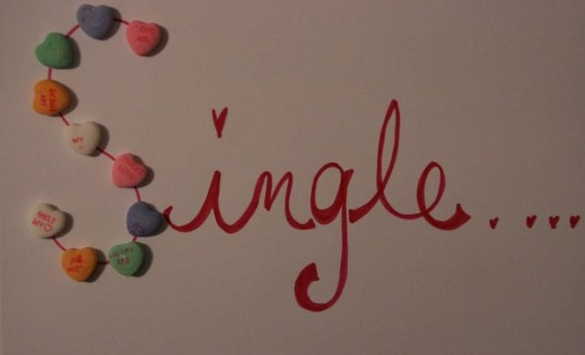 The word single with candy hearts