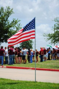 Texas A&M students form maroon wall to block Westboro Baptist Church