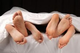 Threesome feet in bed