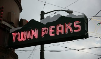 Twin Peaks Tavern neon sign