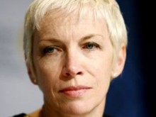Annie Lennox speaks at AIDS Memorial Quilt opening ceremony