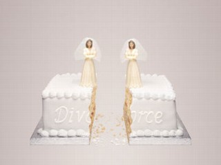 Female wedding cake toppers on a divorce cake