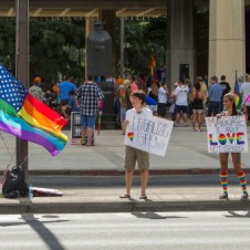 Marriage equality supporters in front of Hawaii State Capital in Honolulu. (Photo: Reuters/Marco Garcia )