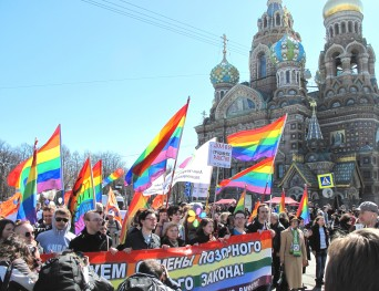 Gay rights activists in Russia (Photo via ComingOut)
